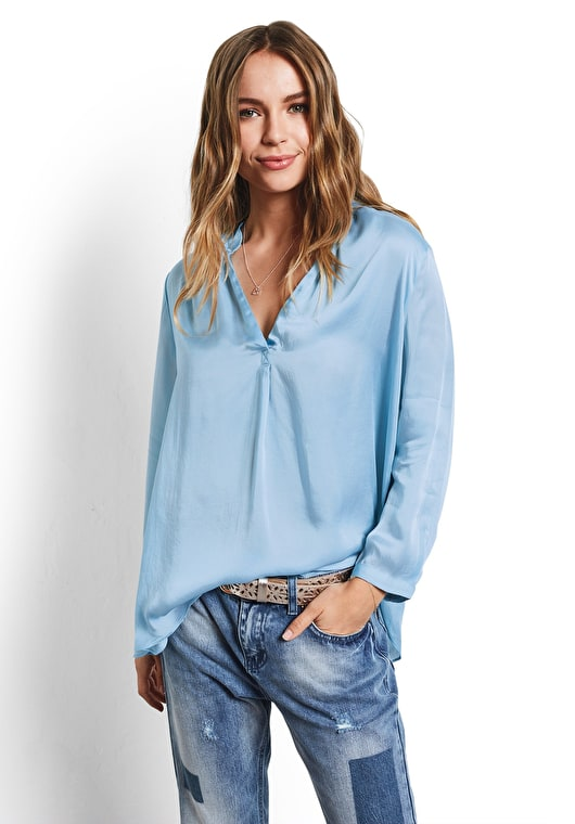 Model wears our Draped style oversized v neck top in baby blue