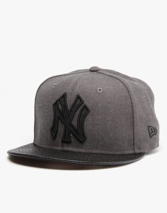 New Era MLB New York Yankees Heather Stinger Snapback Cap - Black