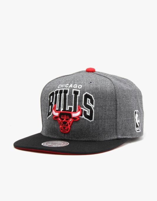 Mitchell & Ness NBA Chicago Bulls Team Arch Snapback Cap - Grey/Black