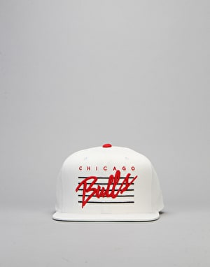 Mitchell & Ness NBA Chicago Bulls Cursive Snapback Cap - White