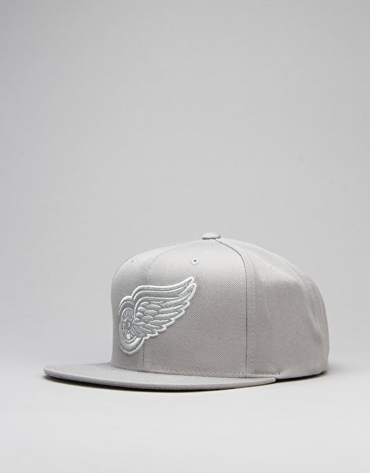 Mitchell & Ness NHL Detroit Redwings Base Snapback Cap - Grey