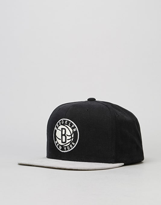 Mitchell & Ness NBA Brooklyn Nets Sandy Off White Snapback Cap - Black