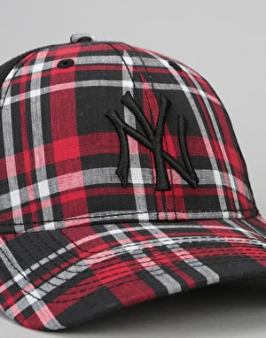 New Era 9Forty MLB New York Yankees Star Plaid Cap - Black/Scarlet