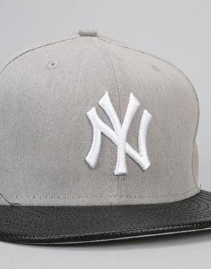 New Era 9Fifty MLB New York Yankees Flip Leather Snapback Cap - Grey