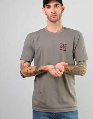 Theories Crest T-Shirt - Warm Grey/Crimson