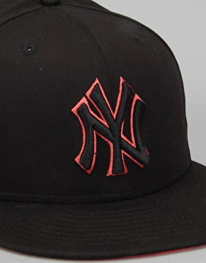 New Era 9Fifty MLB New York Yankees Outline Snapback Cap - Black