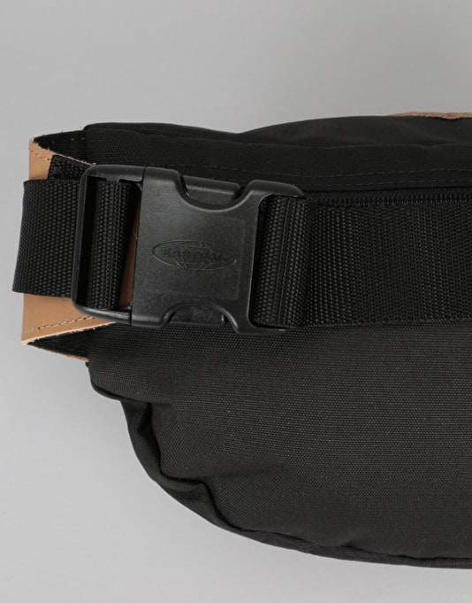 Eastpak Bundel Cross Body Bag - Into Black