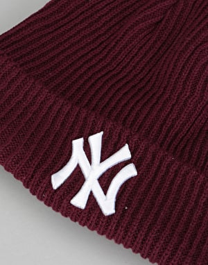New Era MLB New York Yankees Short Bobble Beanie - Maroon