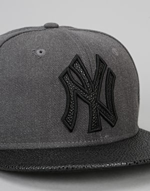 New Era 9Fifty New York Yankees Heather Stinger Snapback Cap - Grey