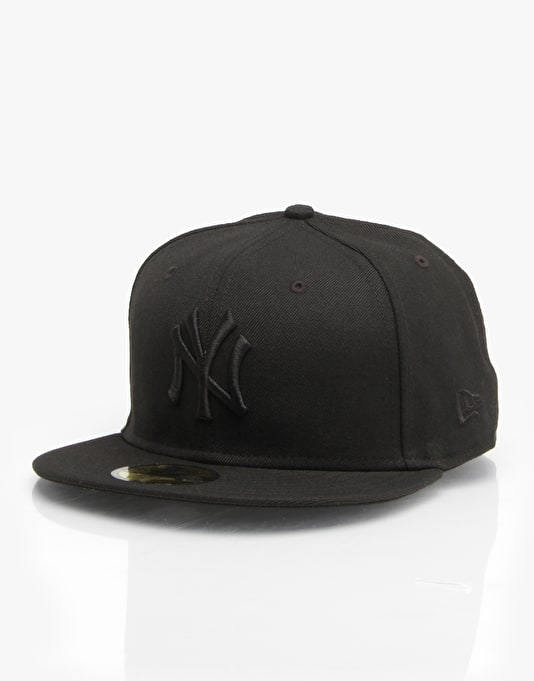 New Era MLB NY Yankees Black On Black Fitted Cap