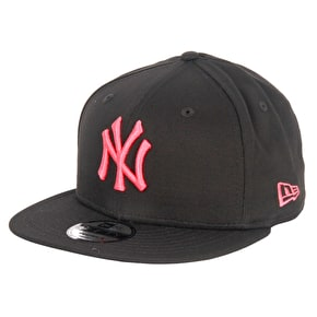 New Era MLB League Essentials Cap - Yankees - Black/Lava Red