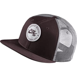 Nike SB Pro Patch Trucker Cap - Burgundy Crush/Gunsmoke
